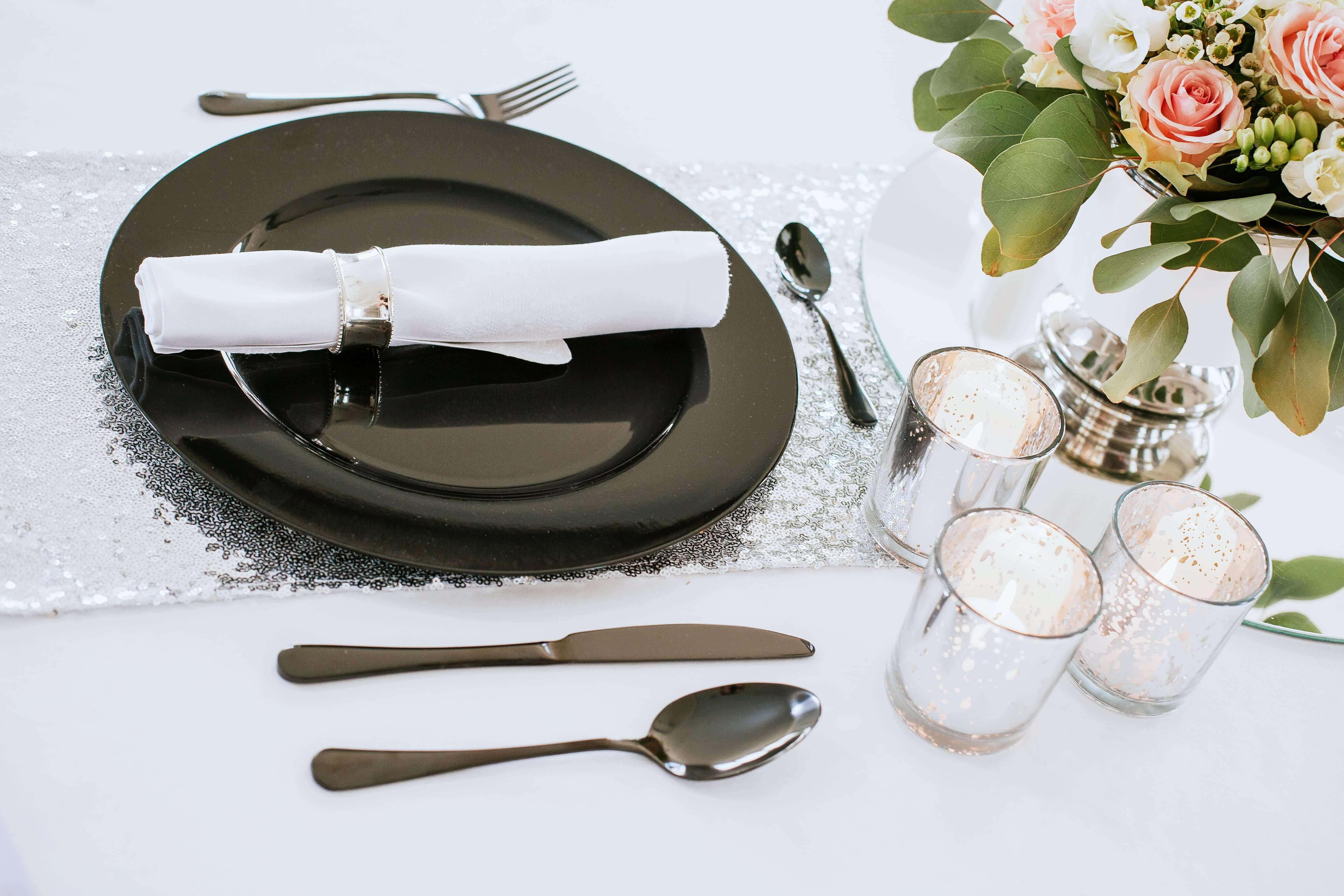 Zastawa stołowa czarna
