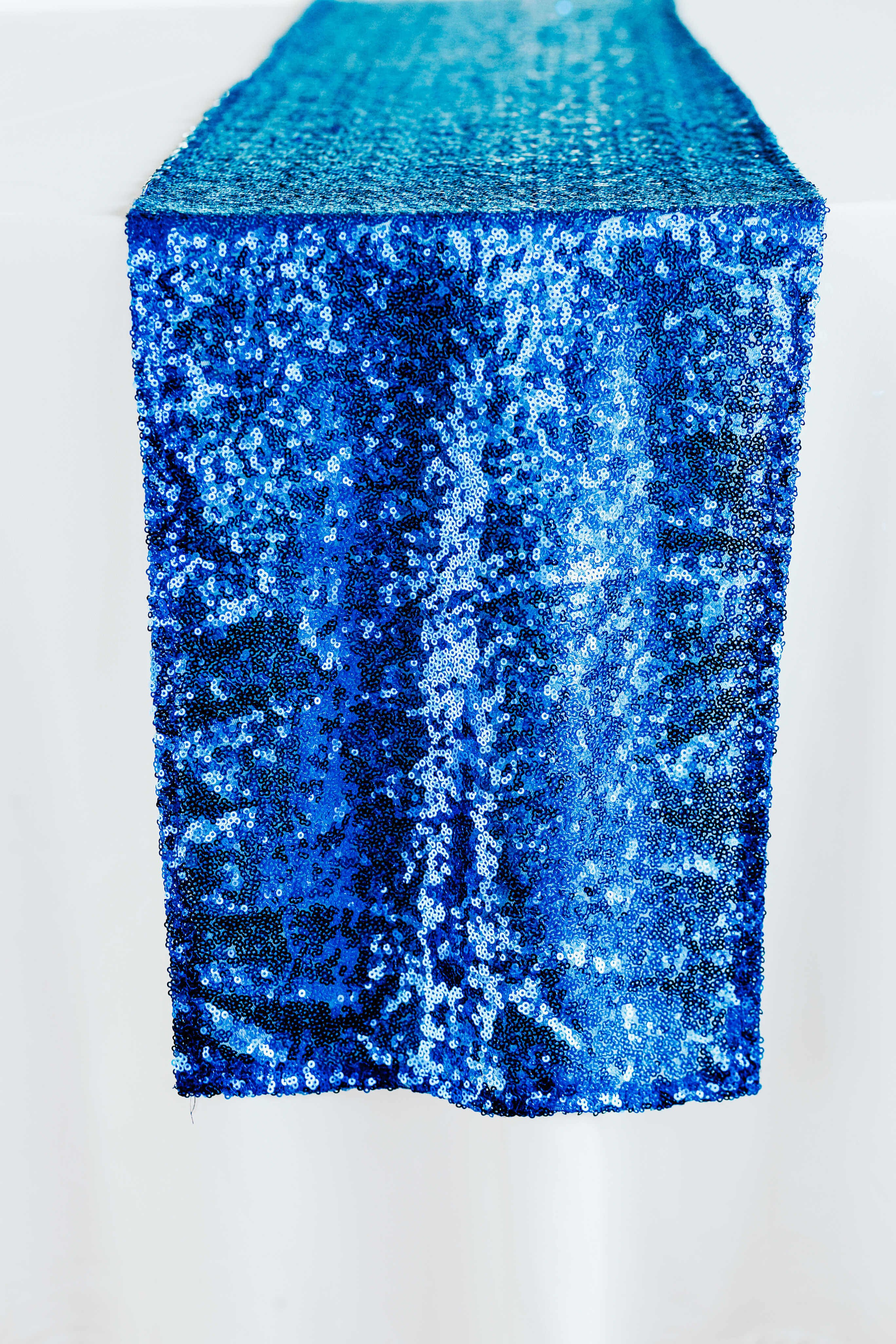 Niebieski bieżnik cekinowy